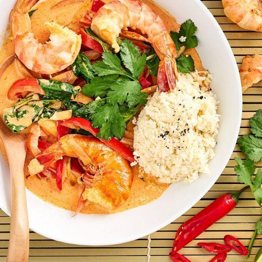 Curry mit Garnelen & Blumenkohlreis